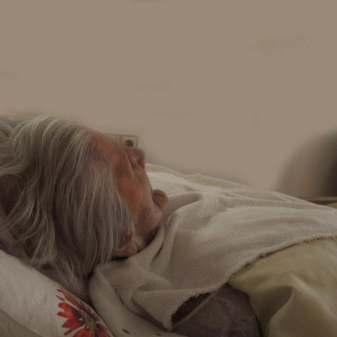 Evitar las escaras en los ancianos