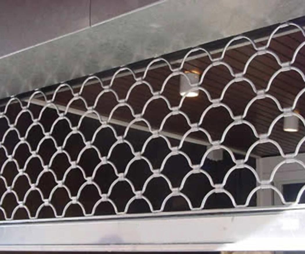 Cierres metálicos perforados: seguridad y visibilidad