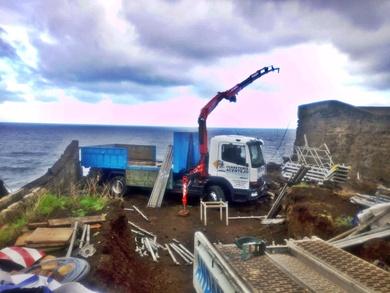 Diversos trabajos con camión grúa en Tenerife