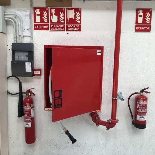 Detección de incendios, Extintores, Bocas de incendio