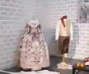 Exposición de indumentaria con motivo del día de la mujer trabajadora, organizado por las amas de casa de Tavernes de la Valldigna