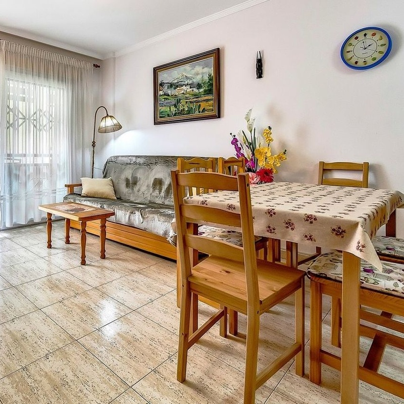 Piso 2 dormitorios en Edf. Ceyla a 100 m Playa Las Vistas, Los Cristianos: Compra y venta de inmuebles de Tenerife Investment Properties
