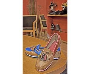 Zapatos de señora con diversos colores en Arteixo