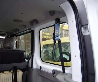 Adaptación de vehículos Asturias. Kit de retención para silla de ruedas y ocupante.