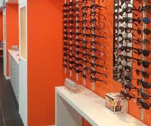 Venta de monturas de gafas con diferentes estilos en Huelva