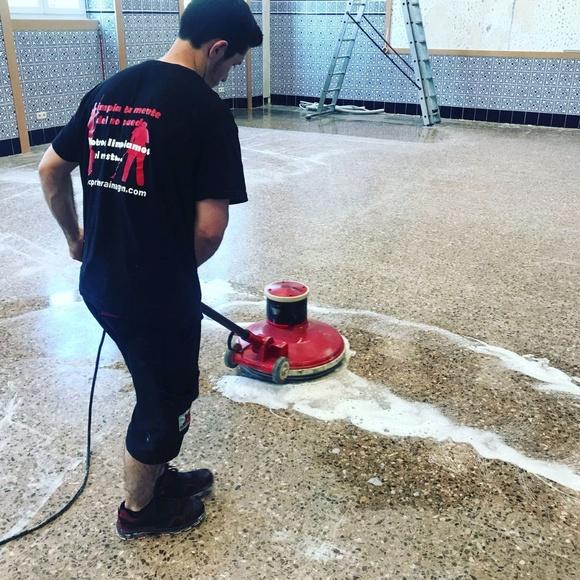 Pulido y abrillantado de suelos.: Servicios de Primera Imagen Limpiezas