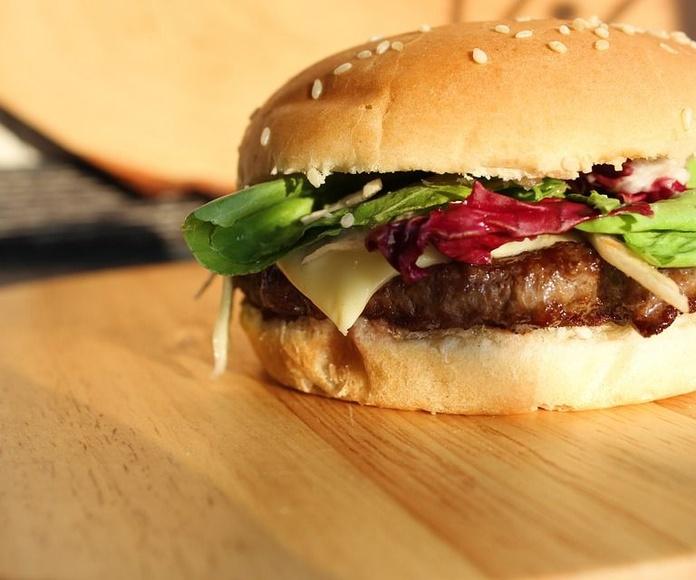 Chivitos y hamburguesas: Nuestros platos de El Bayano