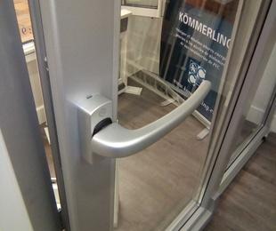 Puertas de PVC oscilantes paralelas