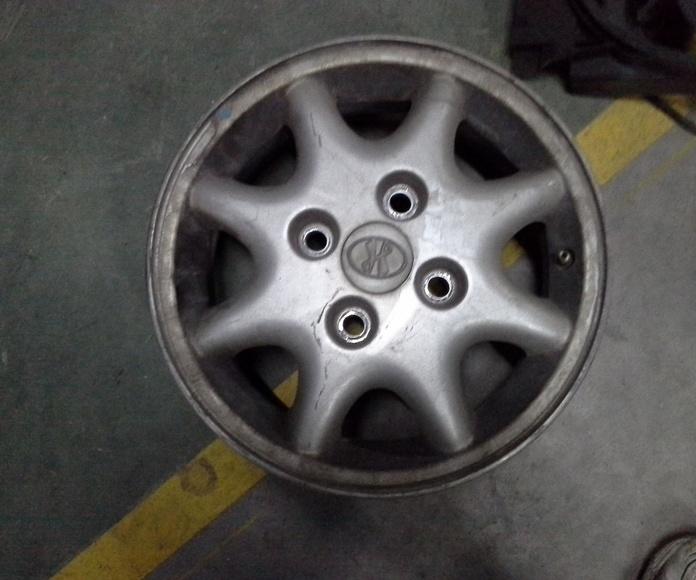 Llantas de aluminio de Hyundai en R-14 de 4 tornillos en desguaces Clemente de Albacete