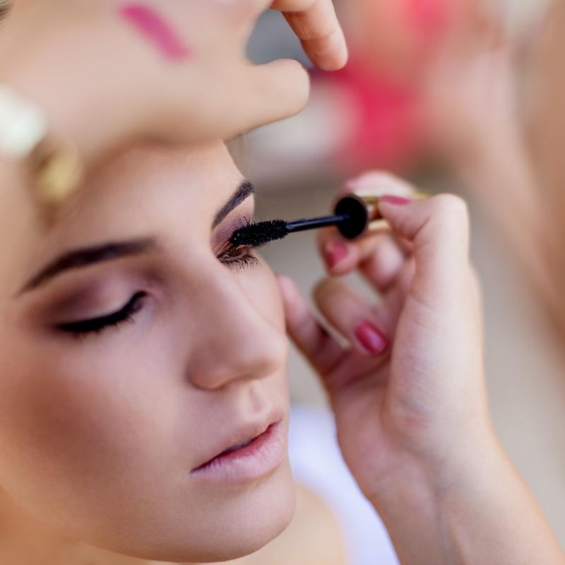 Maquillaje: Servicios de Salón de Belleza Sukaro