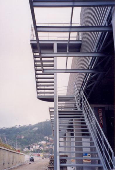 Escaleras metálicas: Catálogo de Talleres Industriales Briviesca