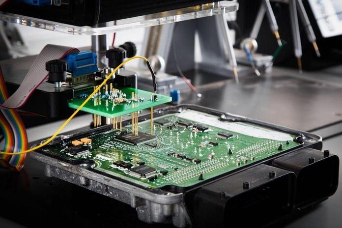 Reparación y clonación de centralitas: Servicios de Talleres Martín Automoción
