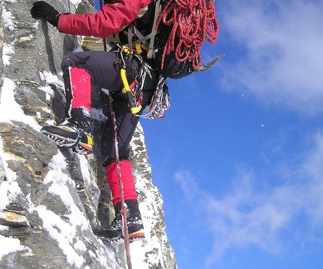 El equipo básico para ir a escalar