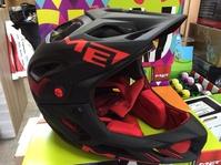 Casco Met Parachute: Productos y Servicios de Bike Sports