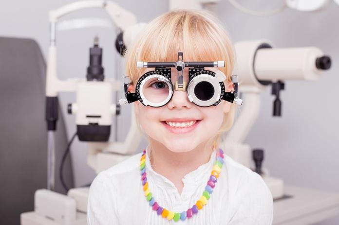 Hipocorregir la miopía ¿Aumenta mas?