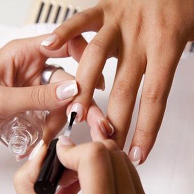 Manicura: Servicios de Peluquería y Estética Laris