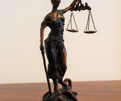Obligación de los jueces de examinar posibles cláusulas abusivas