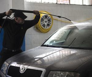 Lavado a mano y limpieza de tapicerías del automóvil en Alcobendas