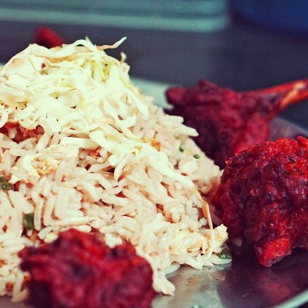 La etiqueta en la mesa en la gastronomía hindú