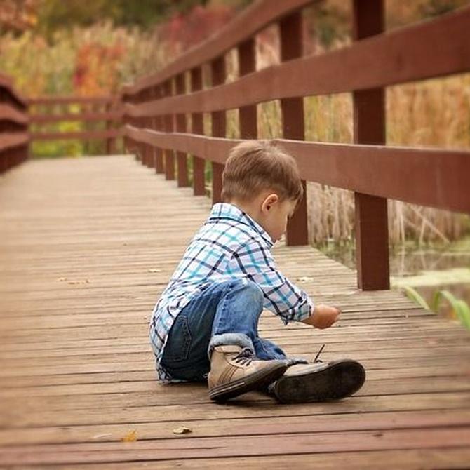 Los niños y el suelo de madera