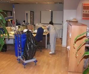 Limpieza de oficinas y comercios en Sevilla