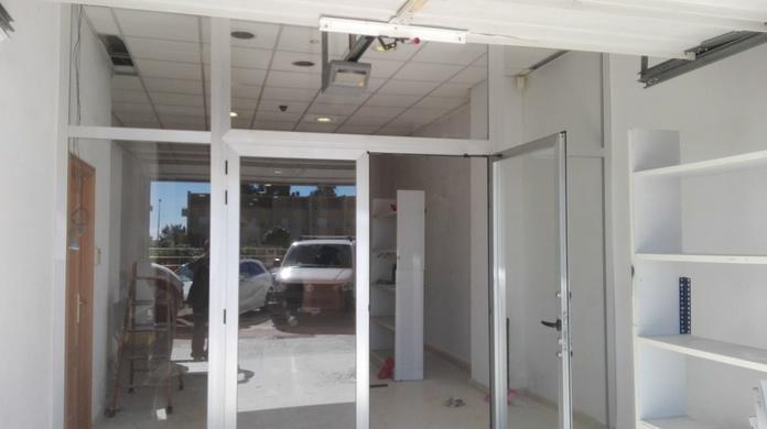 frente de aluminio y cristal puertas batientes Y FIJOS en PAIPORTA