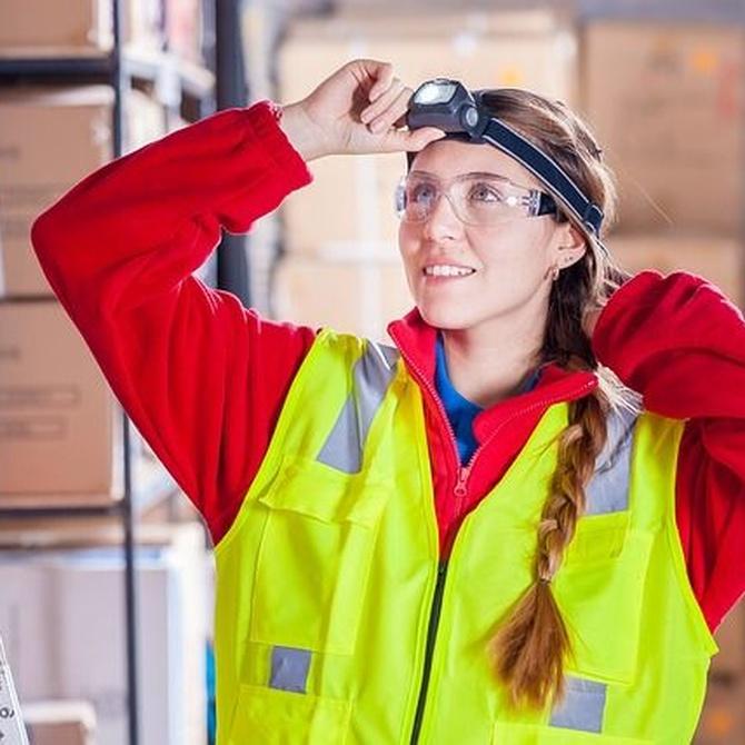 La importancia de usar el chaleco reflectante en el almacén