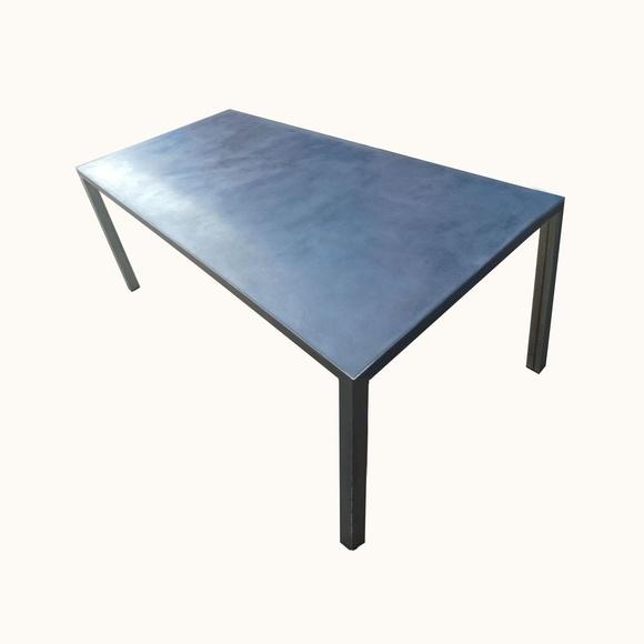Mesa comedor hierro y cemento pulido