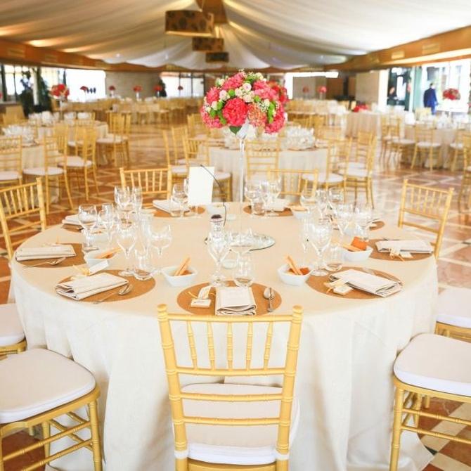 Elegancia, funcionalidad y comodidad en el mobiliario de tu evento