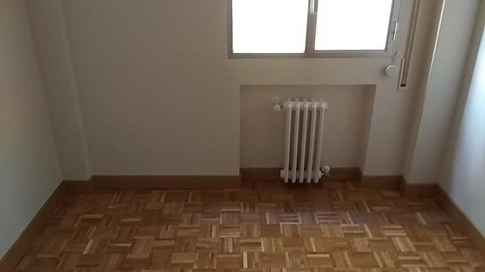 Pintado de vivienda, lijado y barnizado, colocación de rodapie, colocación de Pavimento laminado.