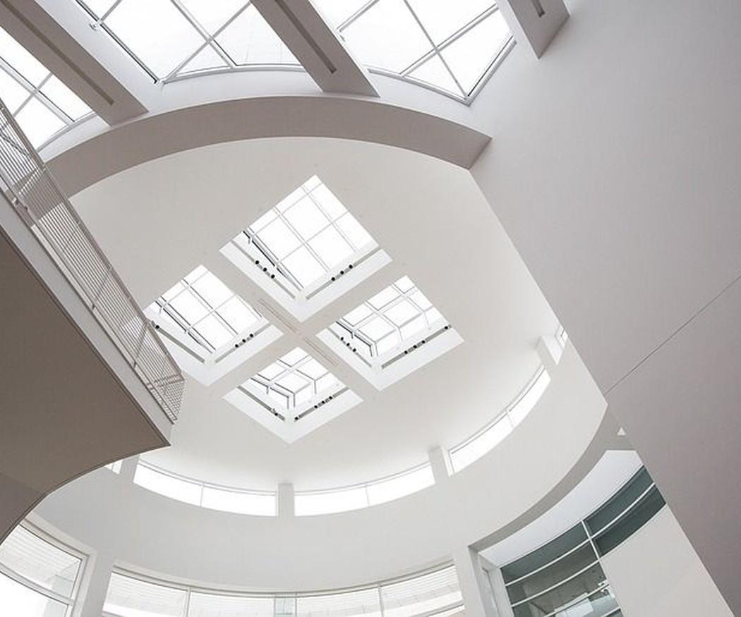 Ilumina tus espacios y ahorra con un techo de cristal