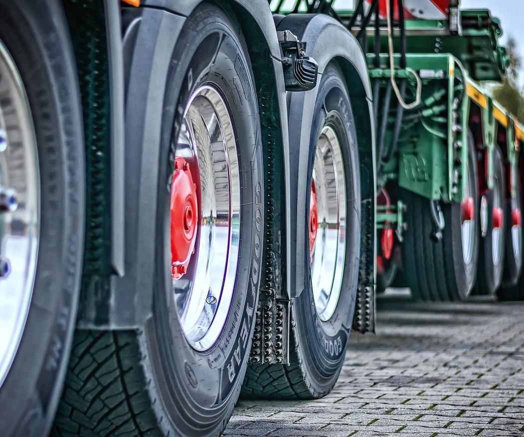 ¿Cómo llevar a cabo el transporte de maquinaria?