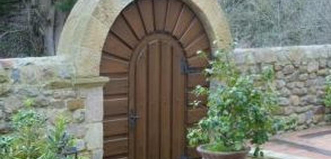 Puertas a medida en Suances de madera maciza