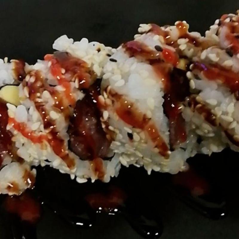126.URAMAKI RELLENO DE ATUN PICANTE Y AGUACATE 5 Piezas: Carta y menús de Yoshino