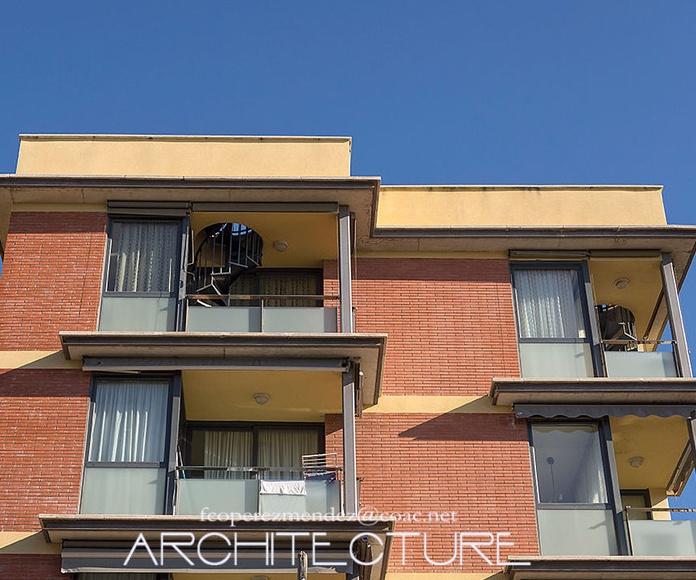 Edificio de  20 Apartamentos y 20 plazas garaje. Calafell. Tarragona: Proyectos  architectsitges.com de FPM Arquitectura