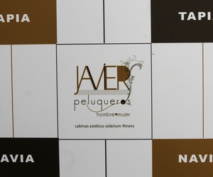 Photocall y logo de Javier Peluqueros