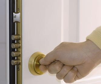 Instalación y montaje de muelles cierra puertas: Servicios de Cerrajeros Sicilia