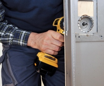 Colocación de cierres de seguridad : Servicios  de CERRAJERÍA Y SEGURIDAD JIMÉNEZ