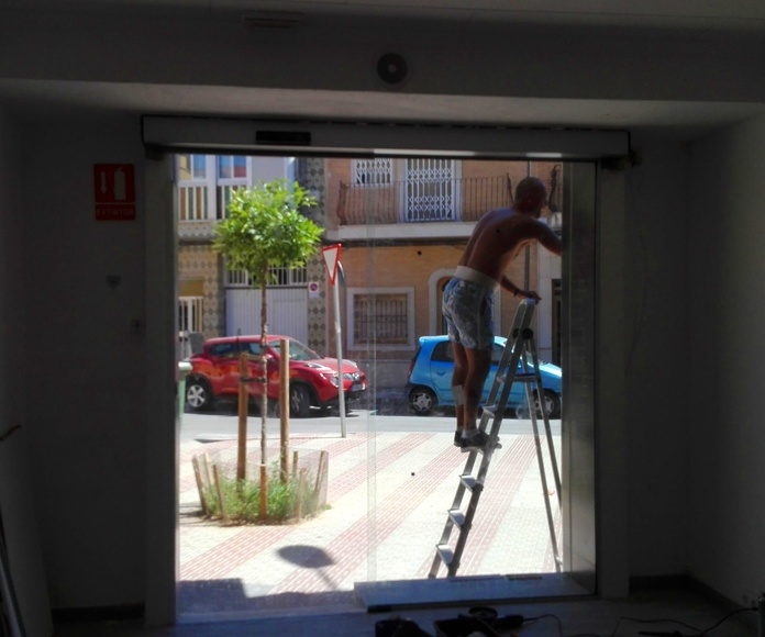 PUERTA AUTOMATICA DE CRISTAL FAREM DELUX