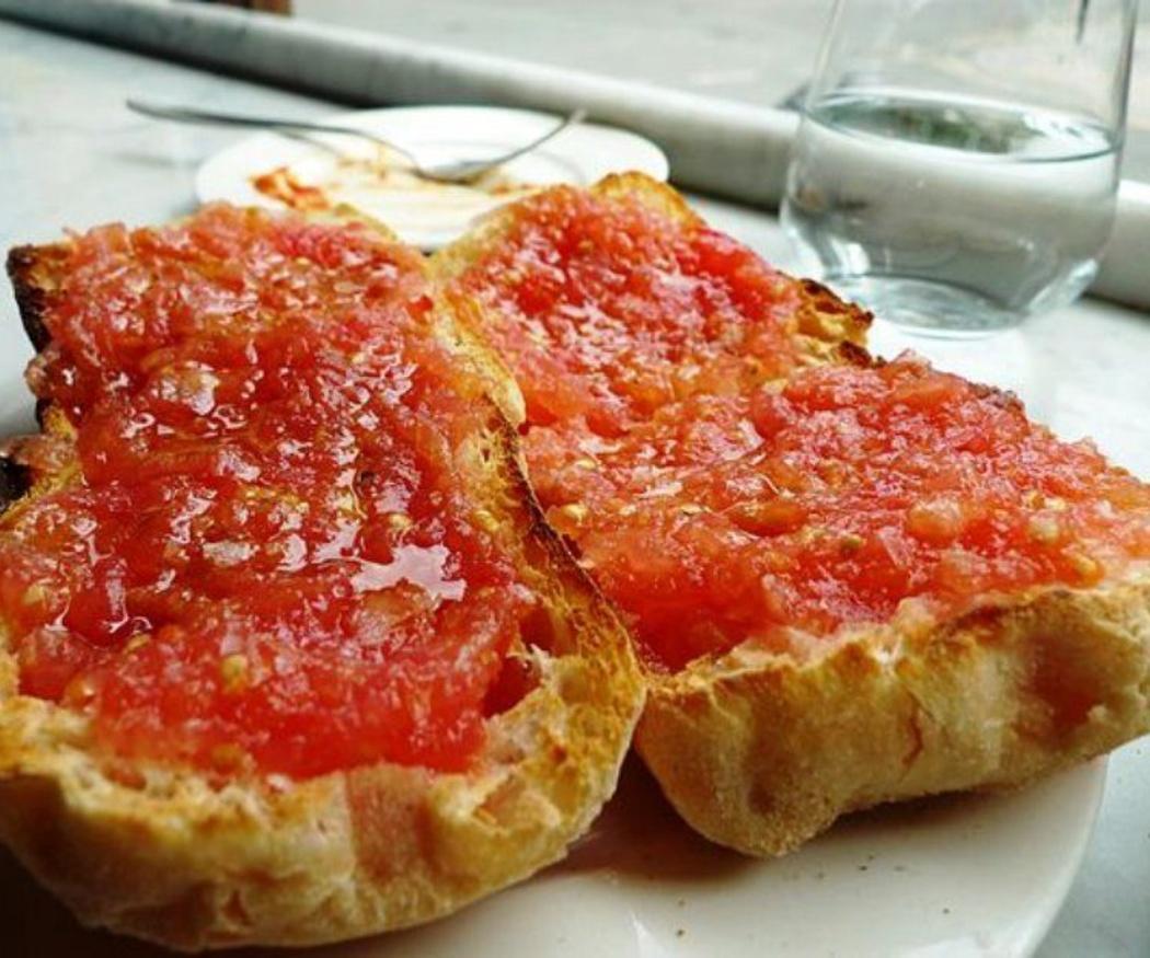 El origen del pan con tomate