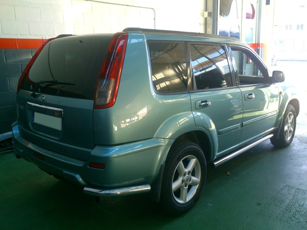 Nissan X-Trail. Lámina negro intermedio