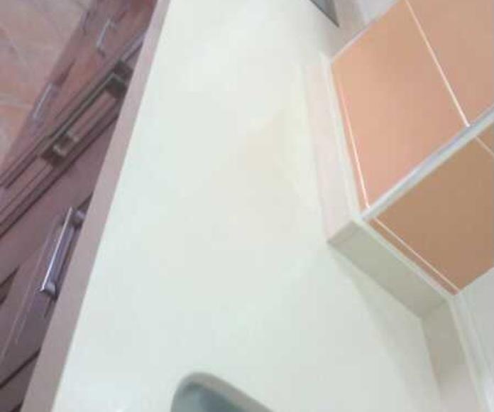 Encimeras(blanco, beige, crema, etc.): Catálogo y exposición de Alcomármol