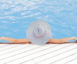 Cómo ahorrar energía y agua en nuestro jardín con piscina