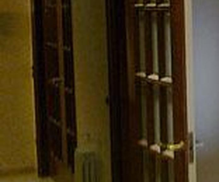 Puertas interiores: Productos y servicios  of Fusteria Roglan Andreu