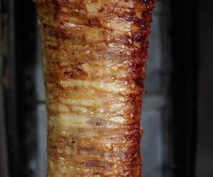 En el Restaurante Turkuaz Istambul podrás degustar el kebap de pollo o ternera con arroz