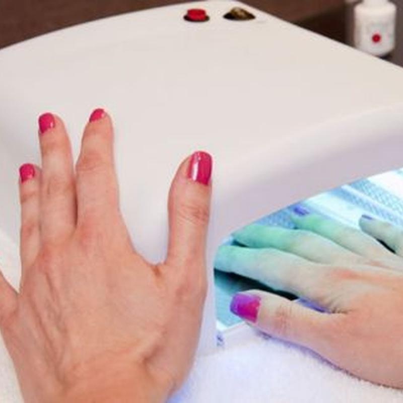Manicura y pedicura: Tratamientos de Azul Salón De Belleza