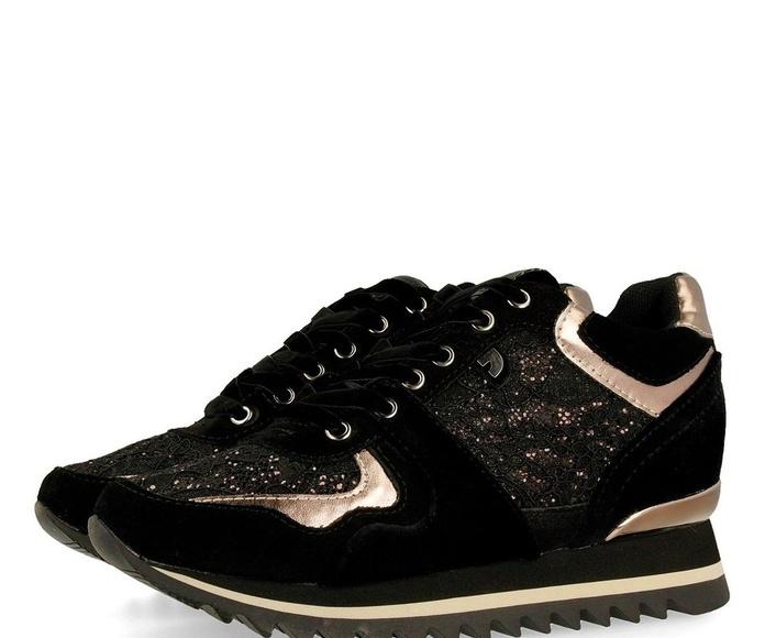Sneakers negras texturas
