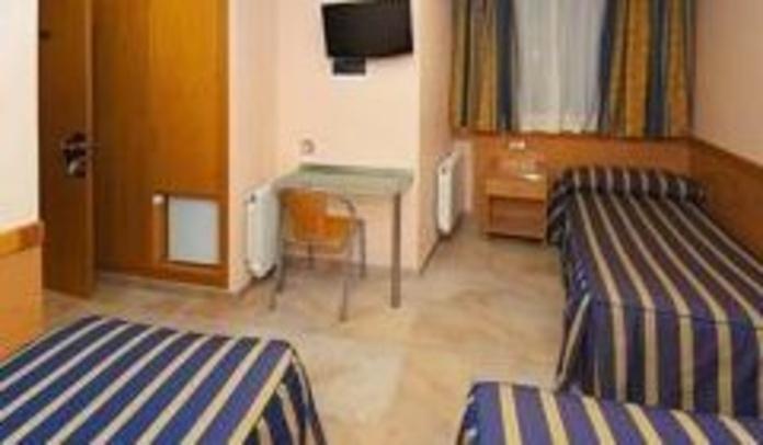 Habitación triple: servicios de Hostal Viky