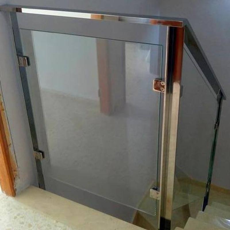 Barandilla de vidrio y acero inoxidable