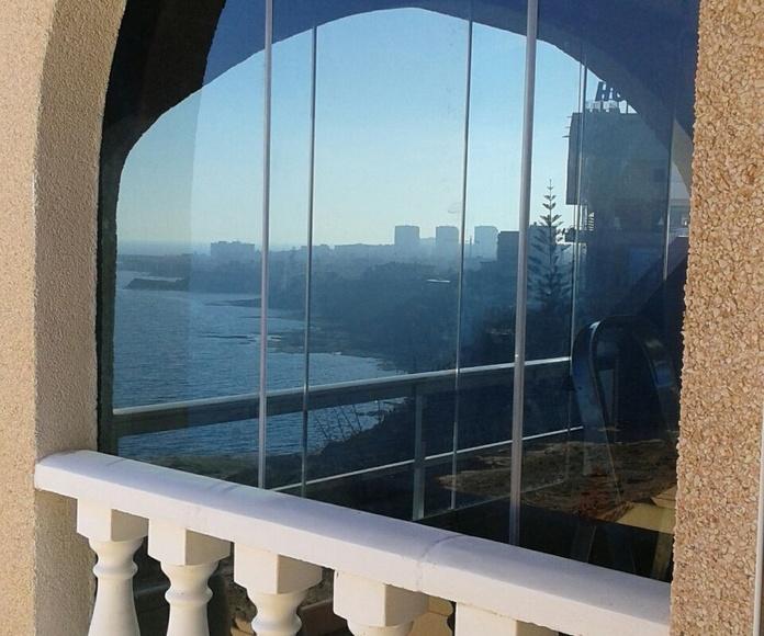 Cortina de cristal abatible: Productos de Tech Glass Systems